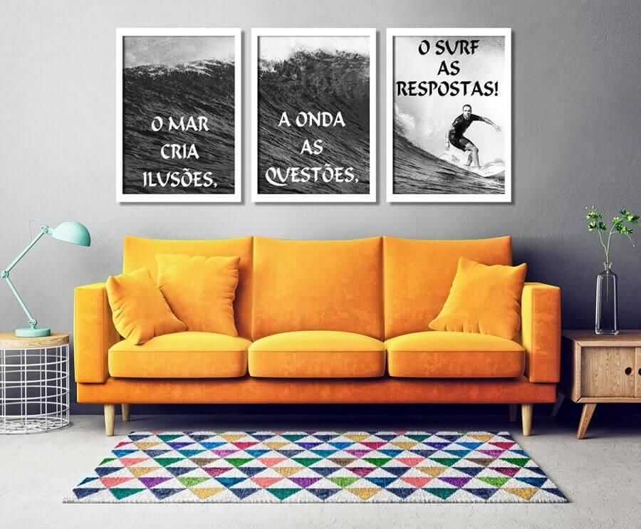 quadros com frases para sala decorada com sofá amarelo Foto Pinterest