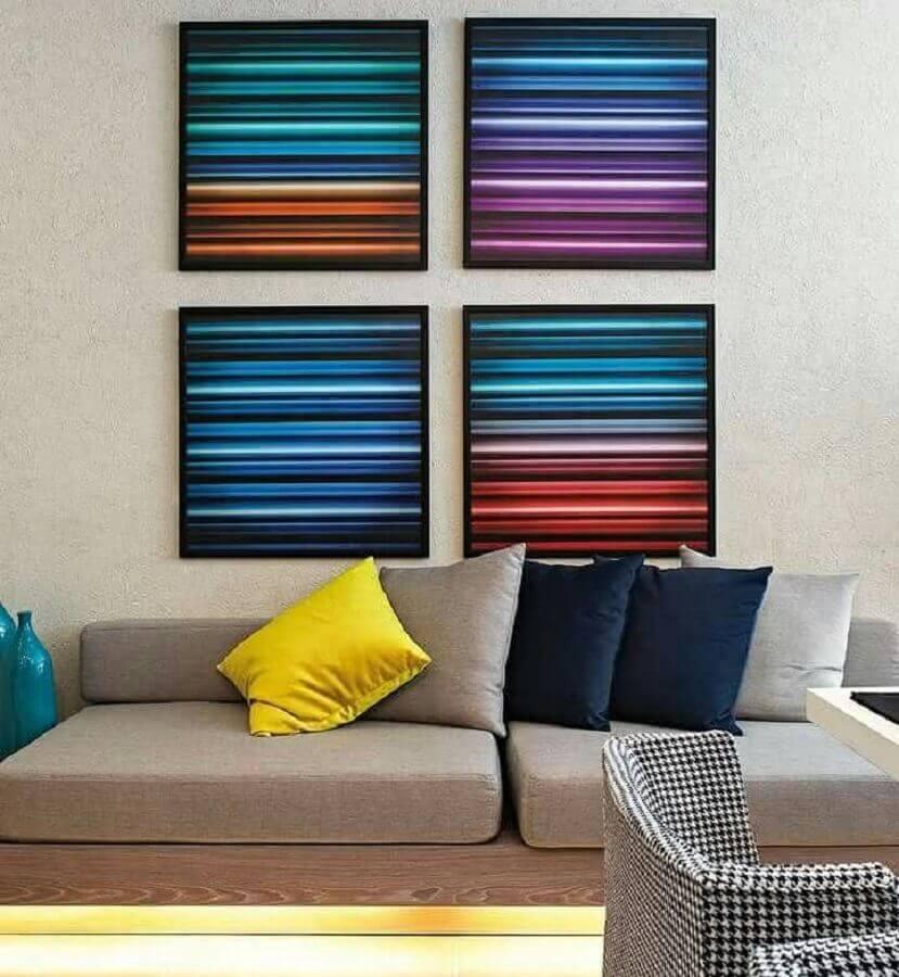 quadros de parede decorativos para sala com sofá cinza Foto Webcomunica