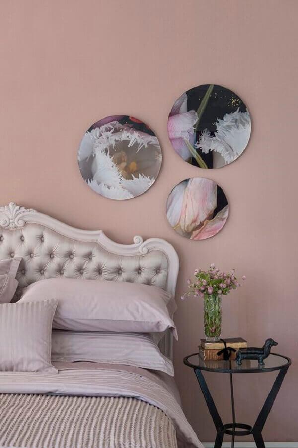 quarto decorado com parede pintada na cor rosa pastel Foto Zizi Carderari