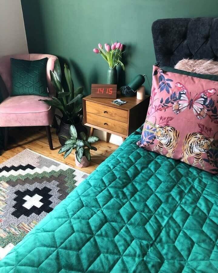 quarto decorado na cor verde esmeralda e rosa Foto Pinterest