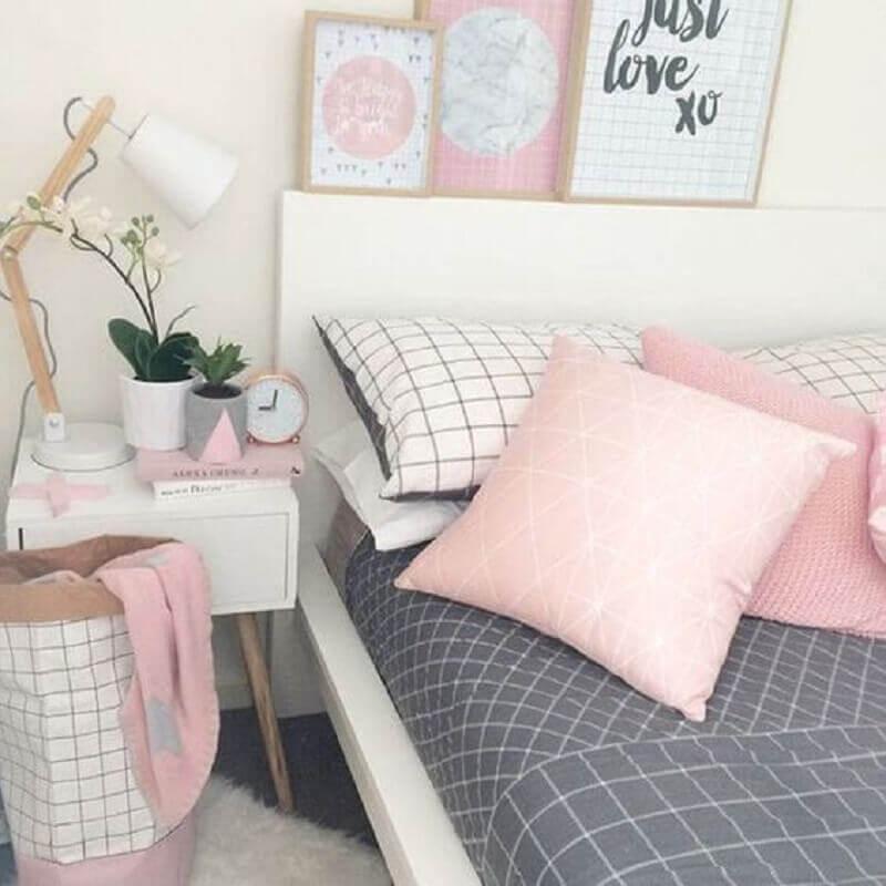 quarto feminino branco e cinza decorado com detalhes em rosa pastel Foto Pinterest