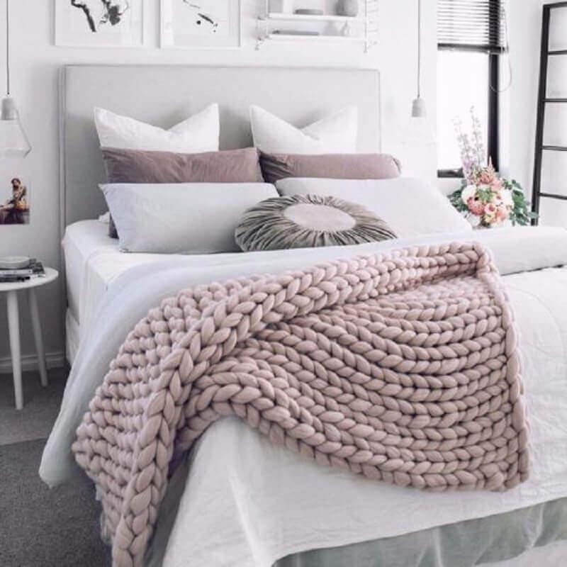 quarto feminino decorado com peseira trançada Foto Conexão Décor