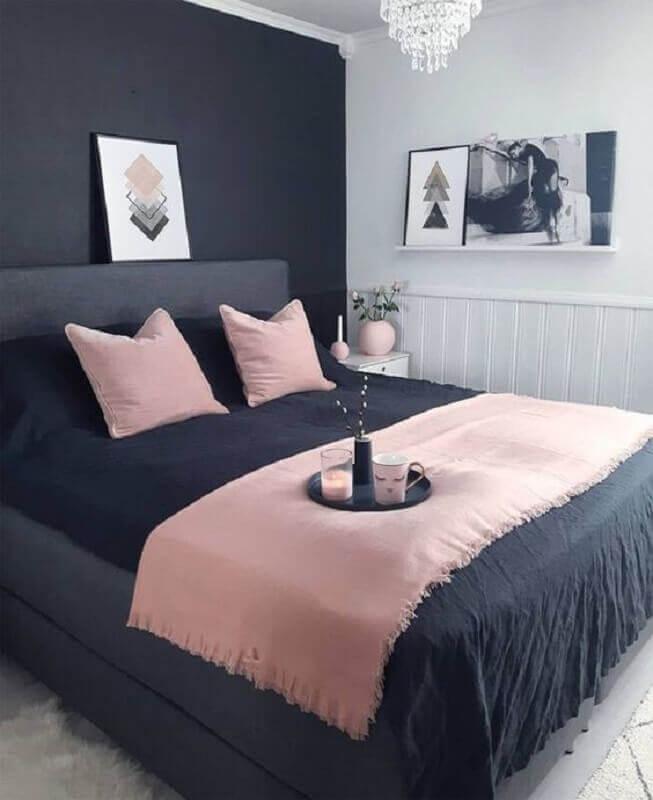 quarto preto decorado com detalhes em rosa pastel Foto Etsy