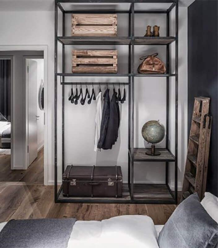 quarto simples decorado com estante industrial preta Foto Pinterest