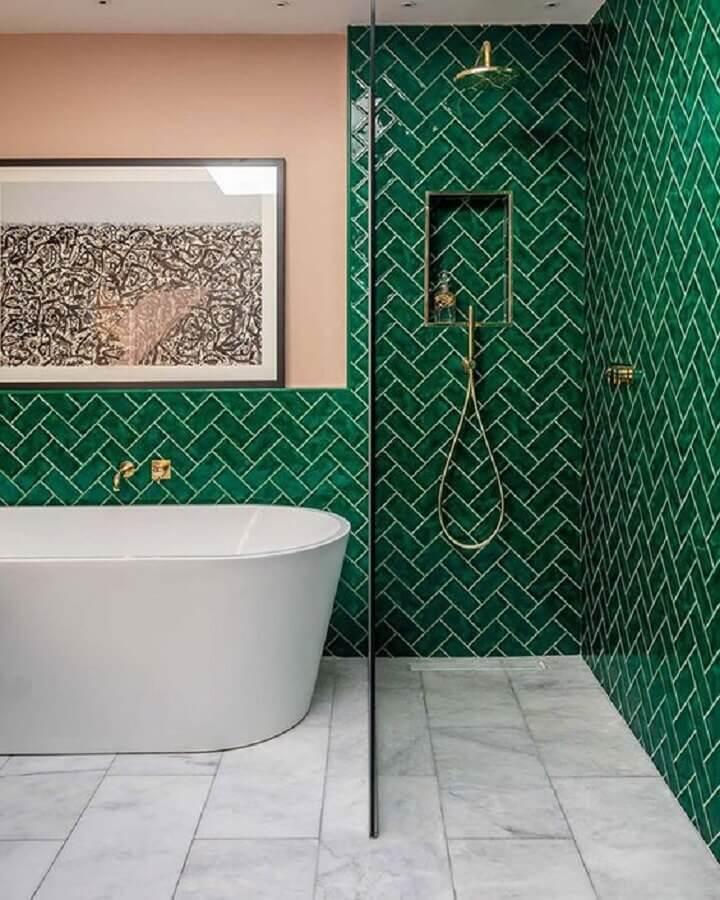 revestimento verde esmeralda para banheiro com banheira Foto Shake My Blog