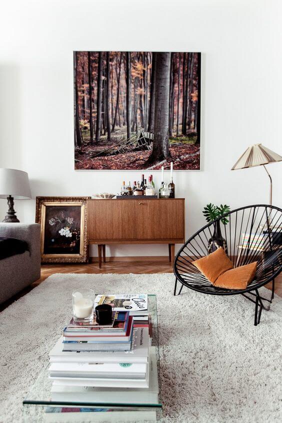 Sala com cadeira preta acapulco