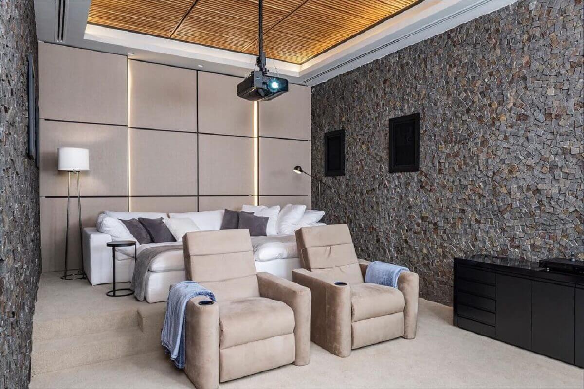 sala com estilo industrial decorada com poltronas reclináveis bege Foto Pinterest