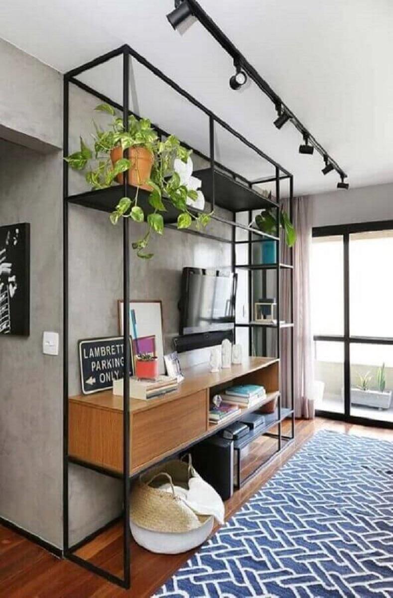 sala de TV decorada com estante estilo industrial Foto Pinterest