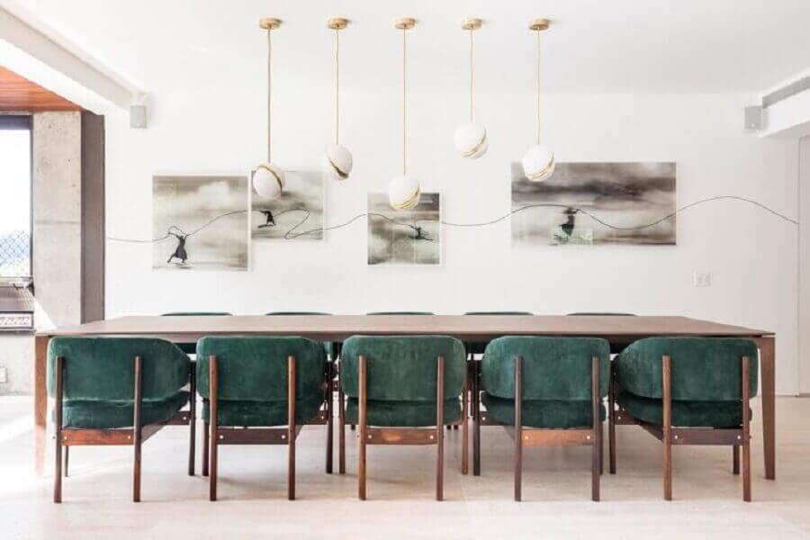 sala de jantar ampla e moderna decorada com cadeiras verde esmeralda Foto Suite Arquitetos