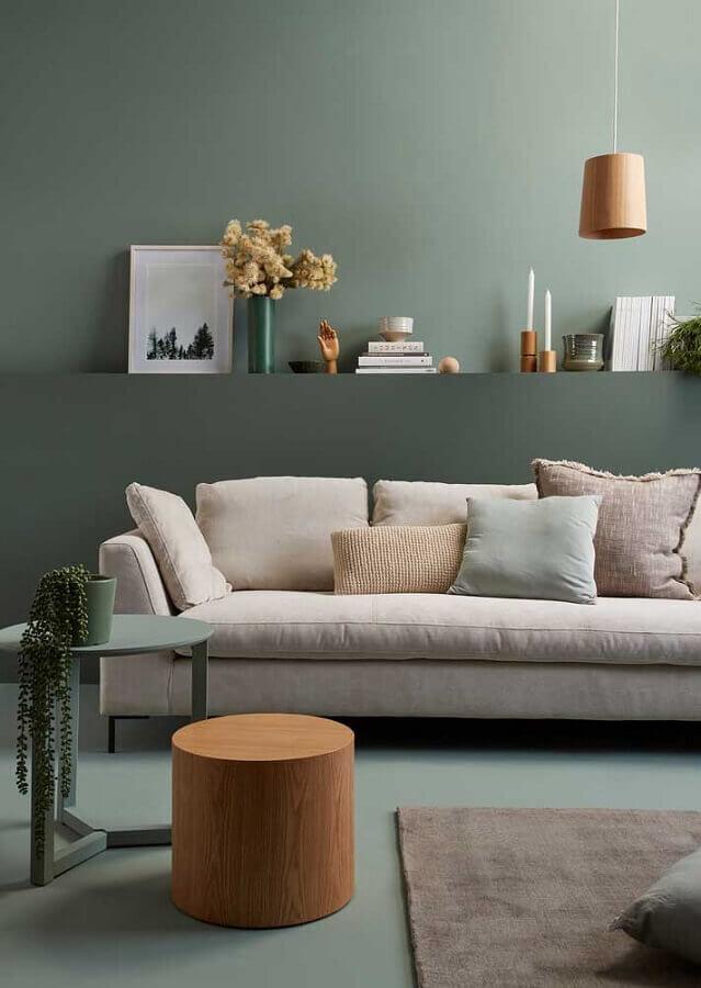 sala verde menta decorada com sofá off white Foto Homes to Love