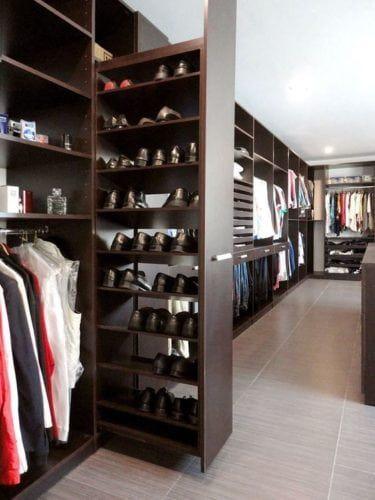Closet com sapateira de canto planejado