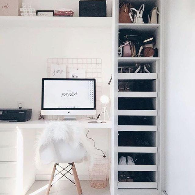 Escrivaninha com sapateira de canto