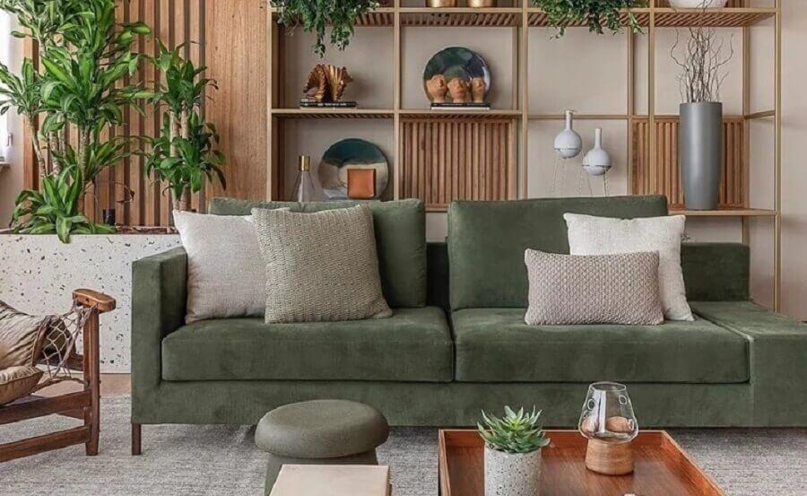 sofá verde musgo para decoração de sala com nichos de madeira Foto As Design Arquitetura