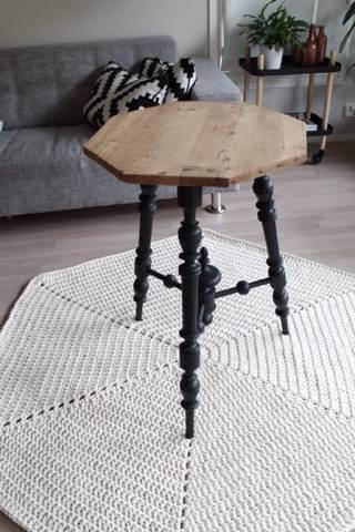 Sala com tapete artesanato de crochê