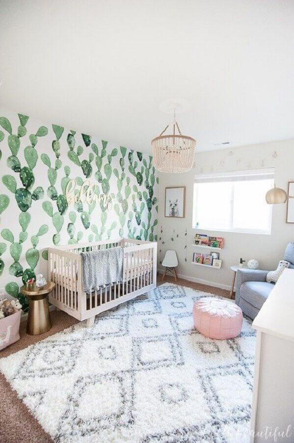 tapetes para quarto de bebê decorado com papel de parede de cactos Foto Dwell Beautiful