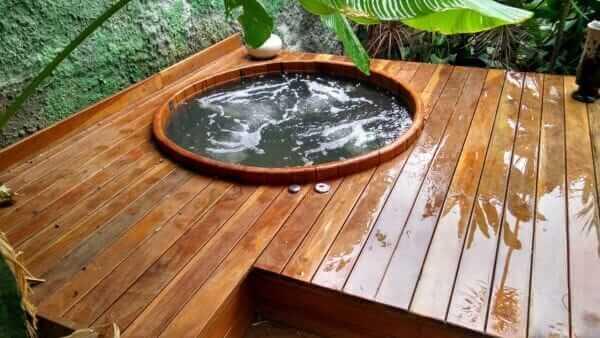 Tipos de madeira cedro para hidromassagem