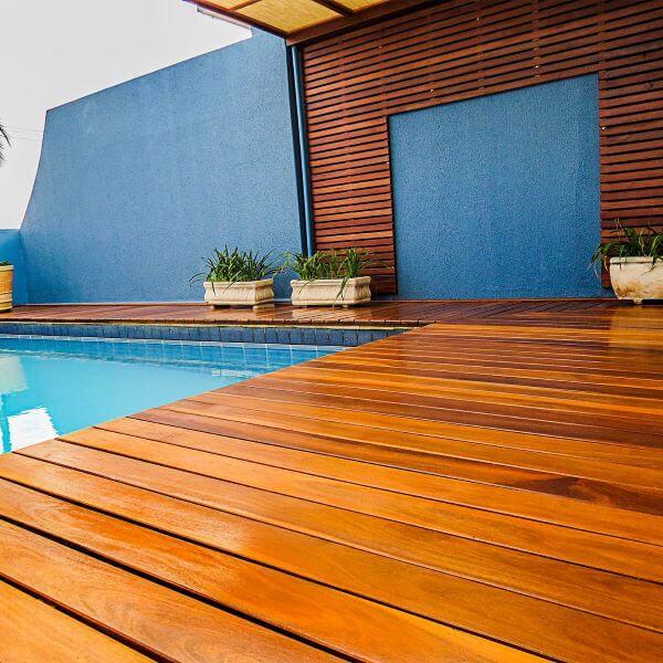 Tipos de madeira para deck de piscina tipo cumaru