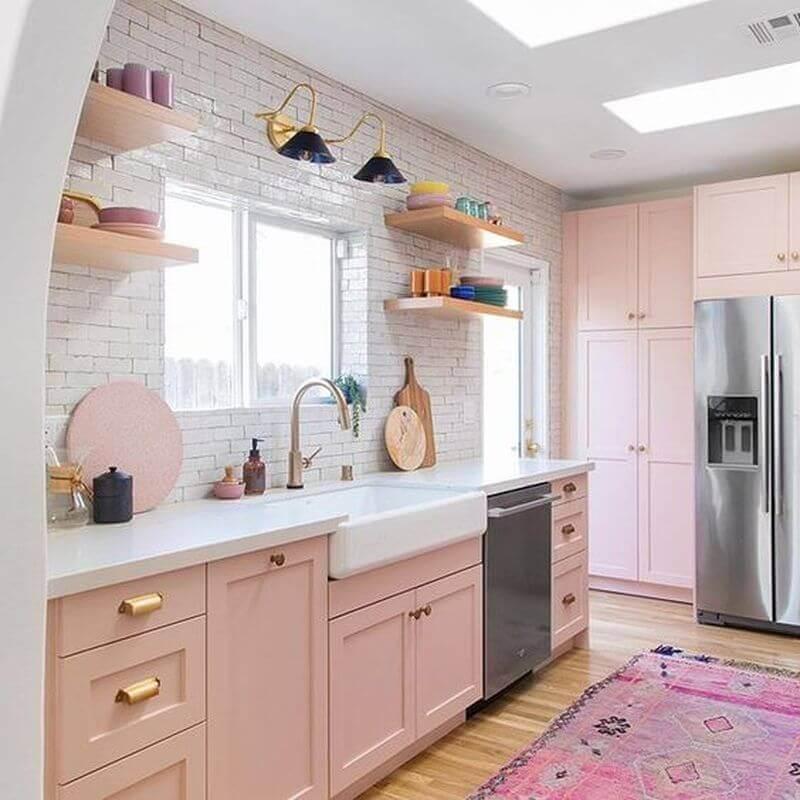 tons de rosa pastel para decoração de cozinha planejada no estilo retrô Foto Studio DIY