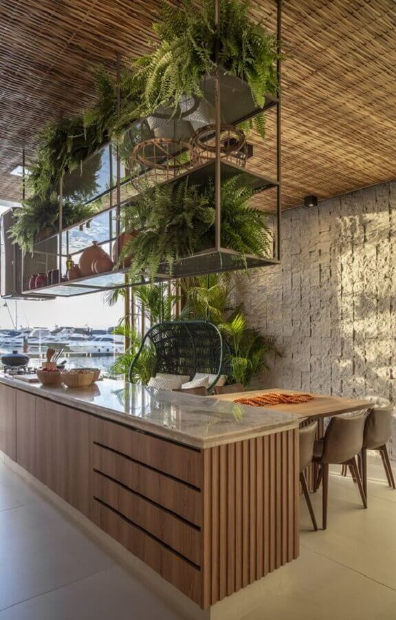varanda gourmet decorada com prateleira suspensa para plantas Foto Futurist Architecture