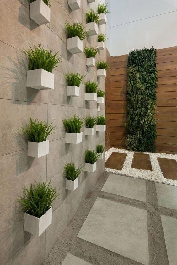 Vaso de parede no jardim moderno