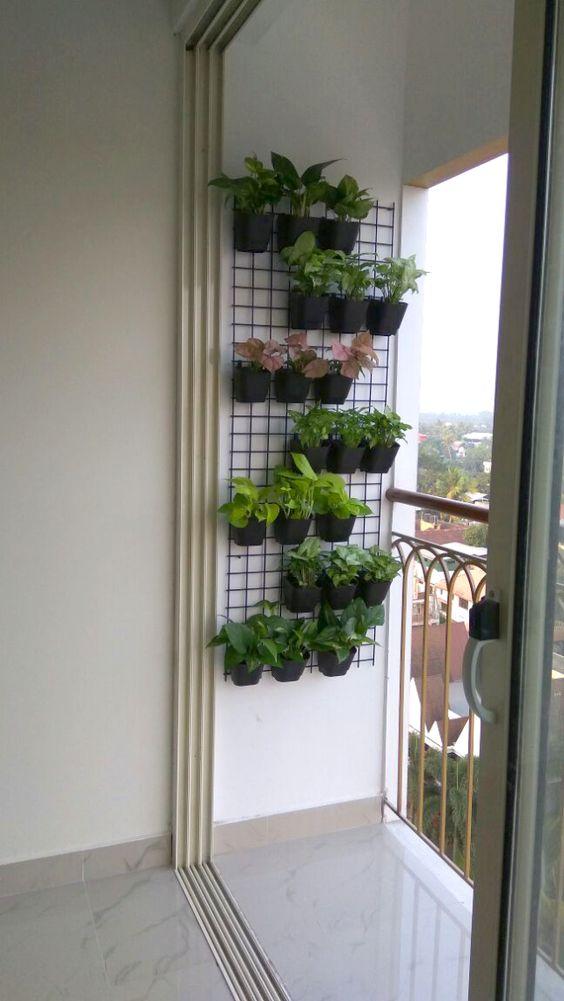 Vaso de parede na varanda de casa