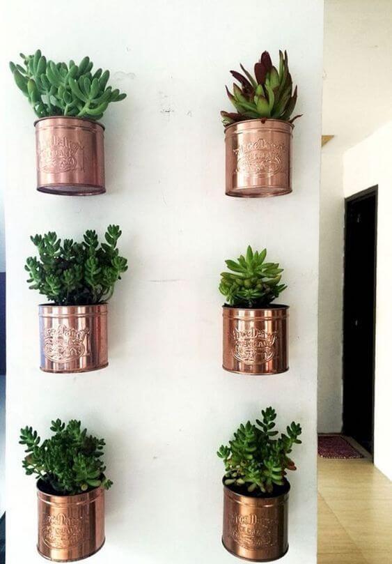 Vaso de parede rose gold com cactos e suculentas