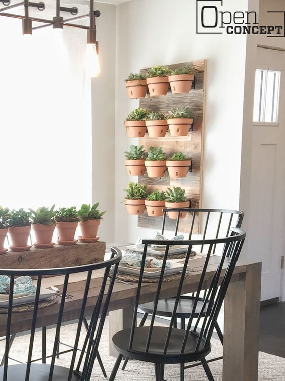 Vaso de parede suspenso na sala de jantar