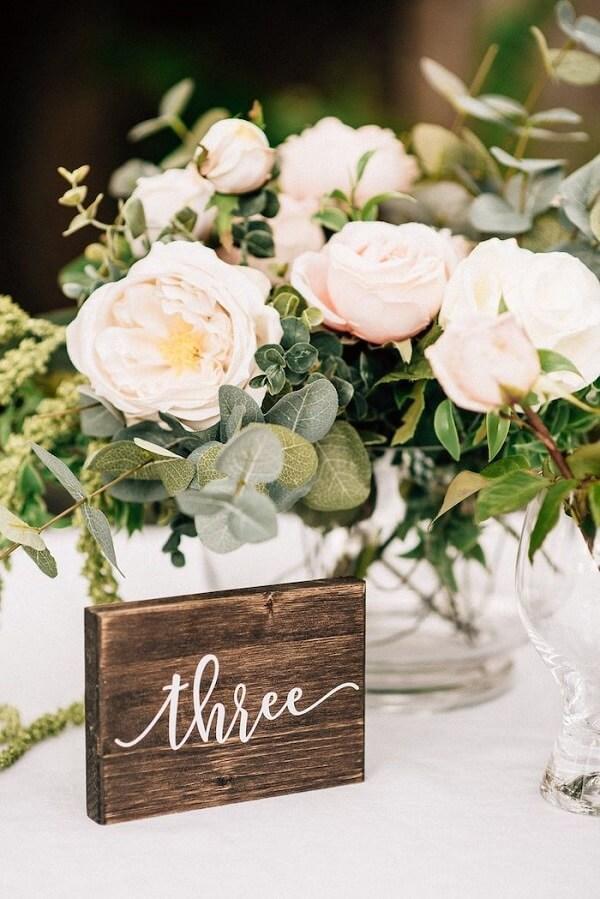 A Peônia branca é muito usada na decoração de casamentos