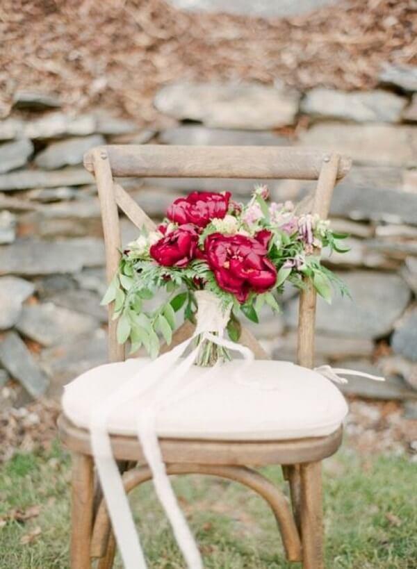 A Peônia vermelha não passa despercebida na decoração