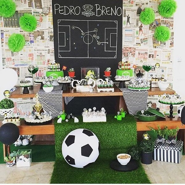 The ball is the golden element in football theme party decoration