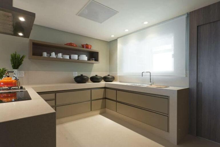 A persiana rolô é ideal para complementar a decoração da cozinha