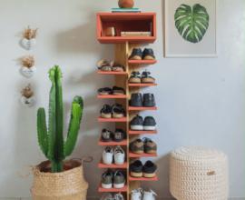 A sapateira vertical acomoda vários calçados e ocupa pouco espaço no ambiente
