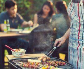 As churrasqueiras portáteis podem ser posicionadas na cozinha, no quintal ou até mesmo ser levada em viagens