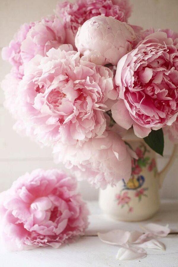As flores da Peônia cuidados são sofisticadas e elegantes
