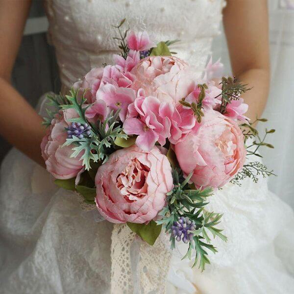 As flores de Peônia rosa transbordam delicadeza e romantismo