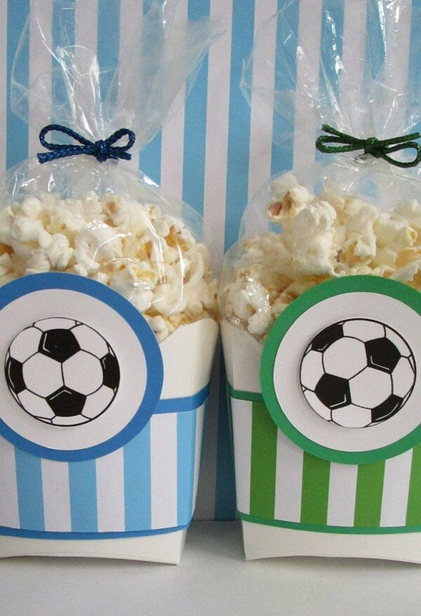 Popcorn is a versatile and cheap souvenir to deliver at the end of the party