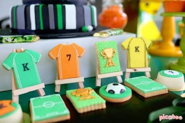 Biscoitos criativos feitos com tema de festa futebol