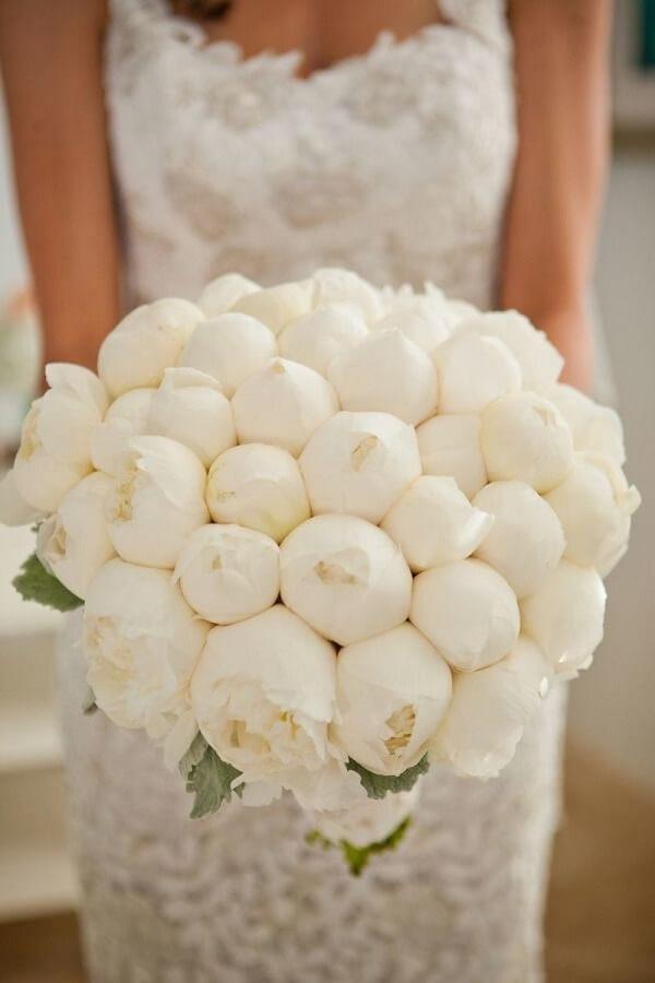 Buquê maravilhoso formado com flores de Peônia branca