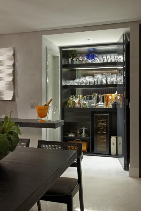 Cristaleira de vidro moderna preta