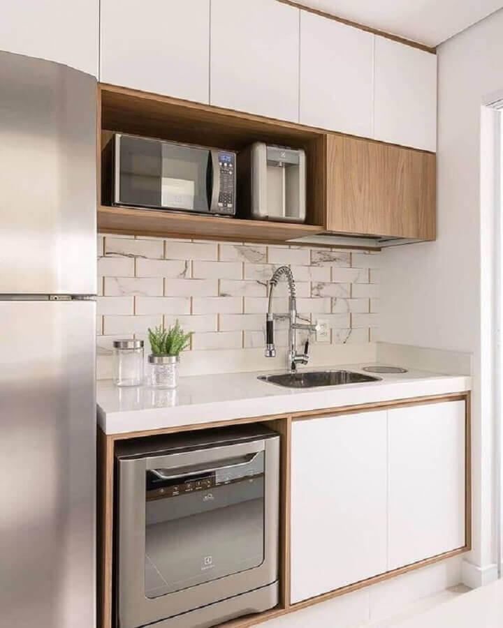Decoração clean para cozinha compacta com pia Foto Futurist Architecture