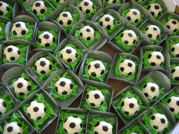 Simple soccer theme party decoration with personalized candies
