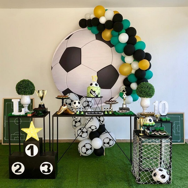 Simple decoration for football theme party