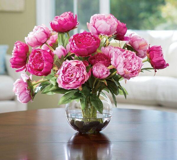 Decore a mesa de jantar com um lindo vaso de Peônia