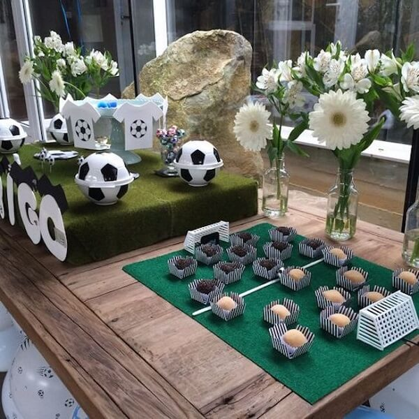 Attractive details at the soccer-themed party ball table
