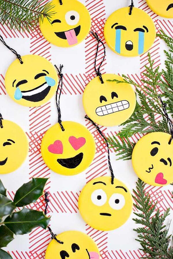 Espalhe sorrisos pela festa distribuindo essas lindas lembrancinhas em EVA