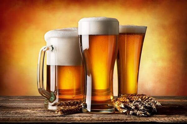 Espuma, aroma e sabor da cerveja são fatores levados em conta na hora de escolher o copo ou taça