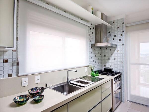 Esse modelo de persiana é perfeita para complementar a decoração da cozinha