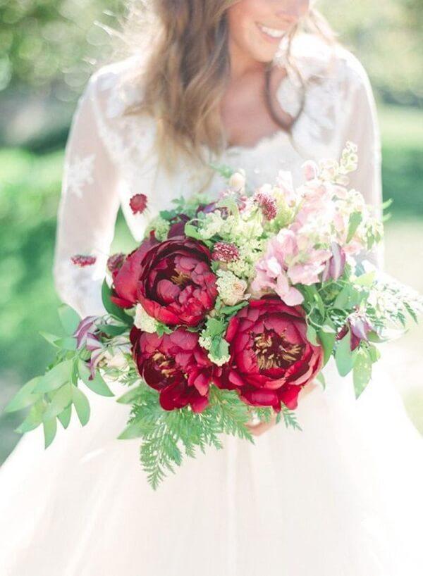 Forme um lindo buquê com flores de Peônia vermelha