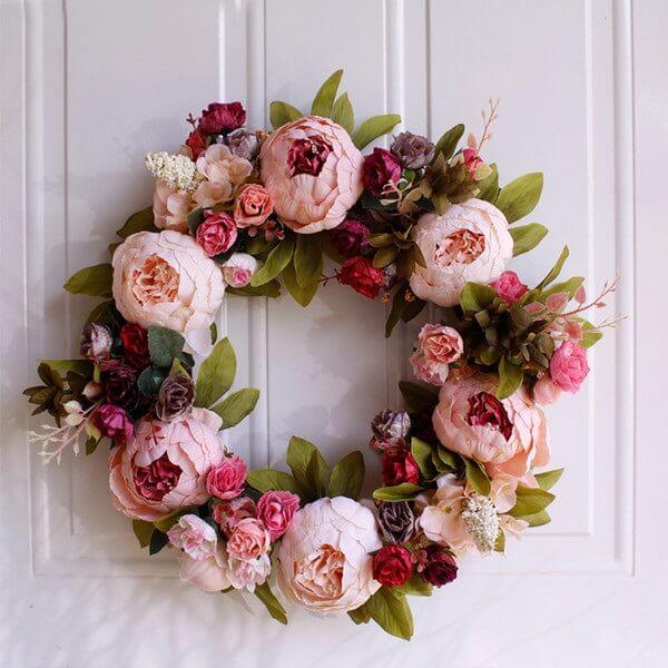Guirlanda de natal feita com flores de Peônia rosa