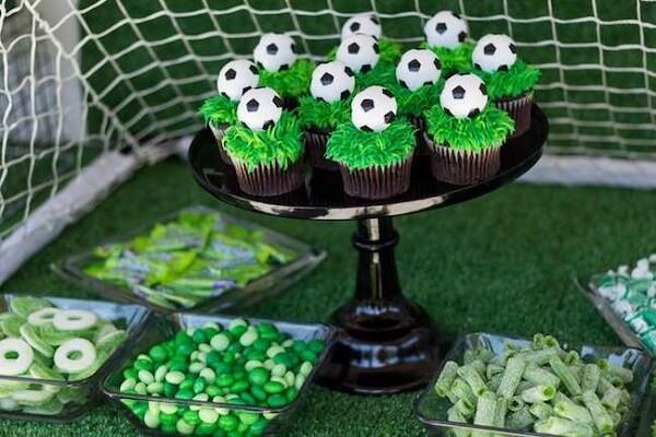 Harmonize todos os doces na mesa do bolo
